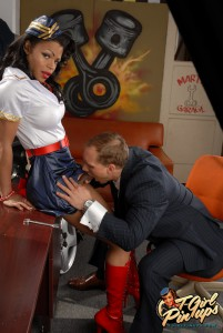 pinup tranny gets blowjob
